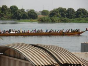 A boatload of returnees coming to Juba along the Nile